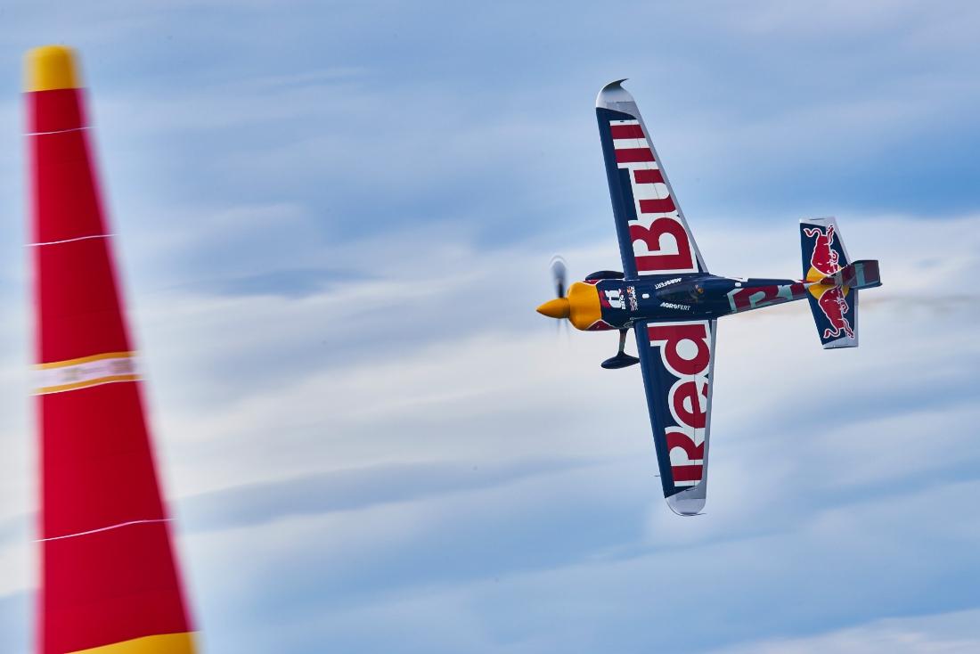 Red Bull Air Race: Czech pilot Sonka seizes Lake Balaton