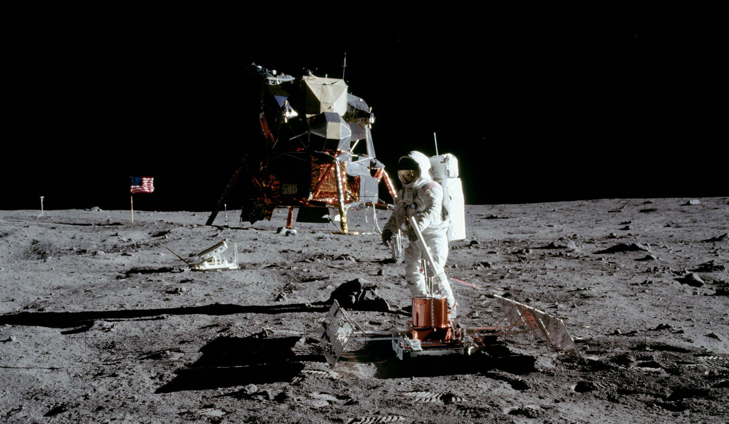1969 moon walk - HD2349×1365