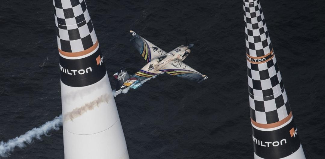 Red Bull Air Race 2018: Matt Hall flies through the finish gates at Chiba, JPN