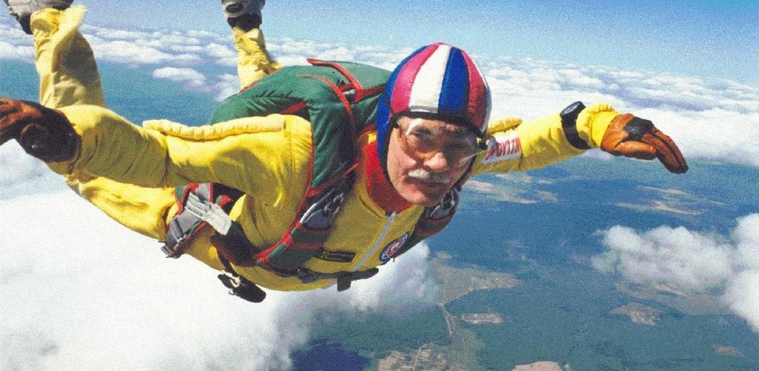 Sergey Kiseliov parachutist