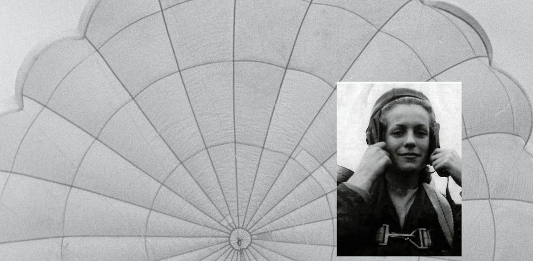 Monique Laroche parachutist